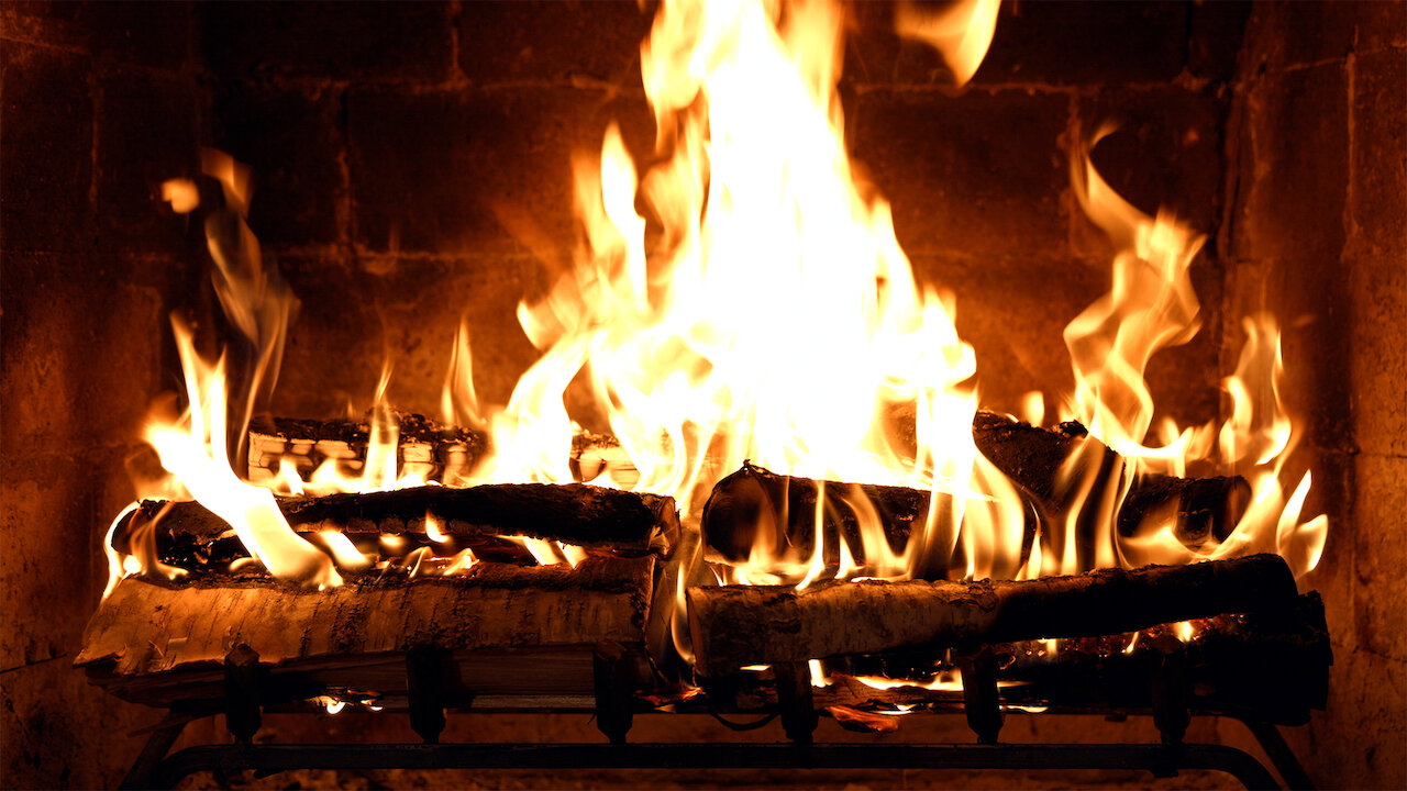 Video Caminetto Per Tv fireplace 4k: crackling birchwood from fireplace for your